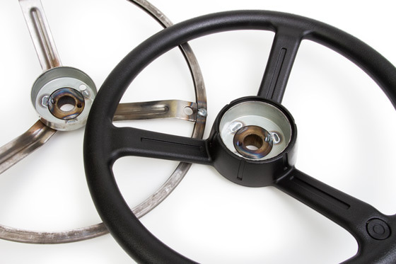 Thermoplastic encapsulation steering wheel